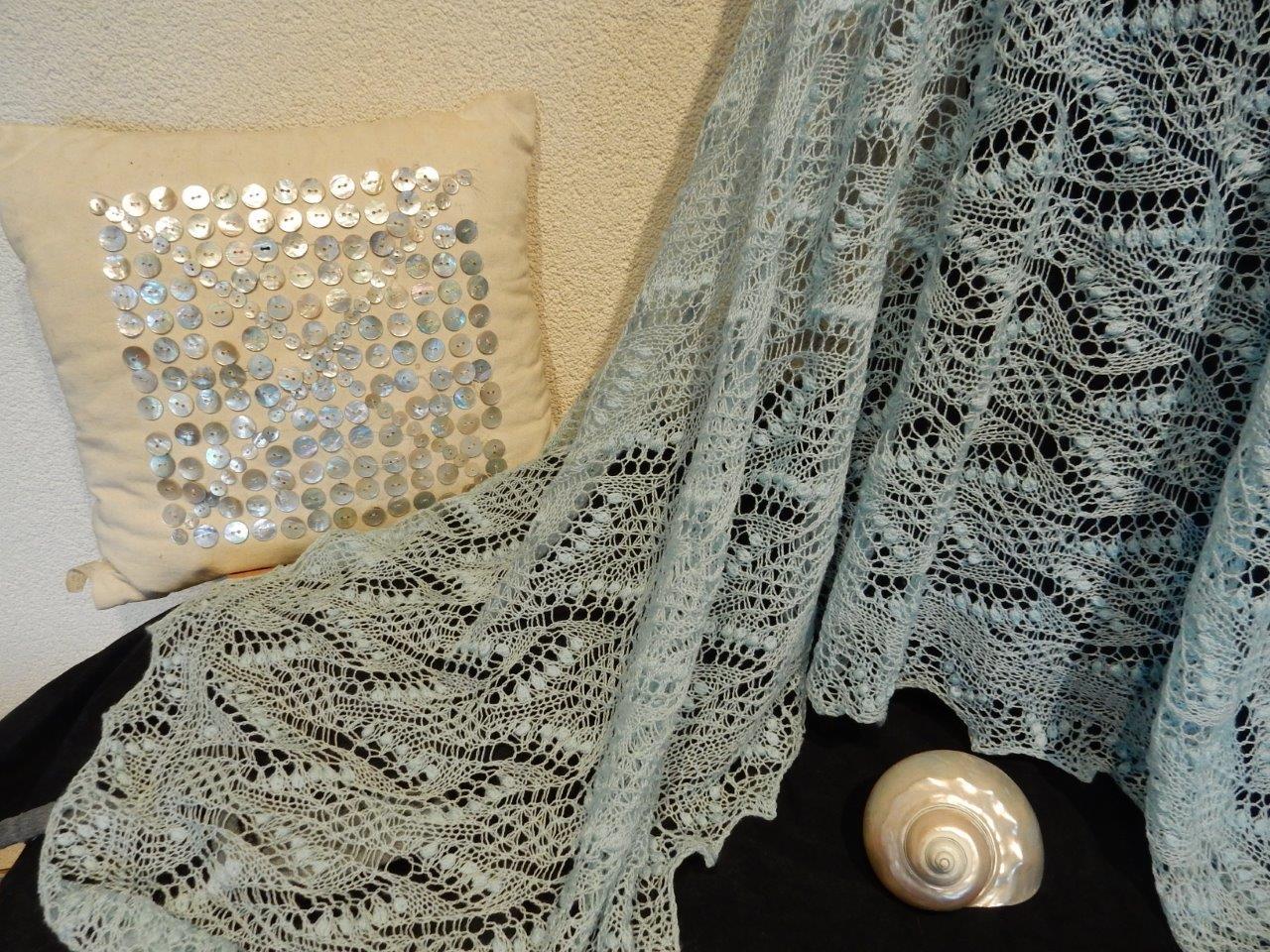 NU TE KOOP: lichtblauwe (bruids)shawl.