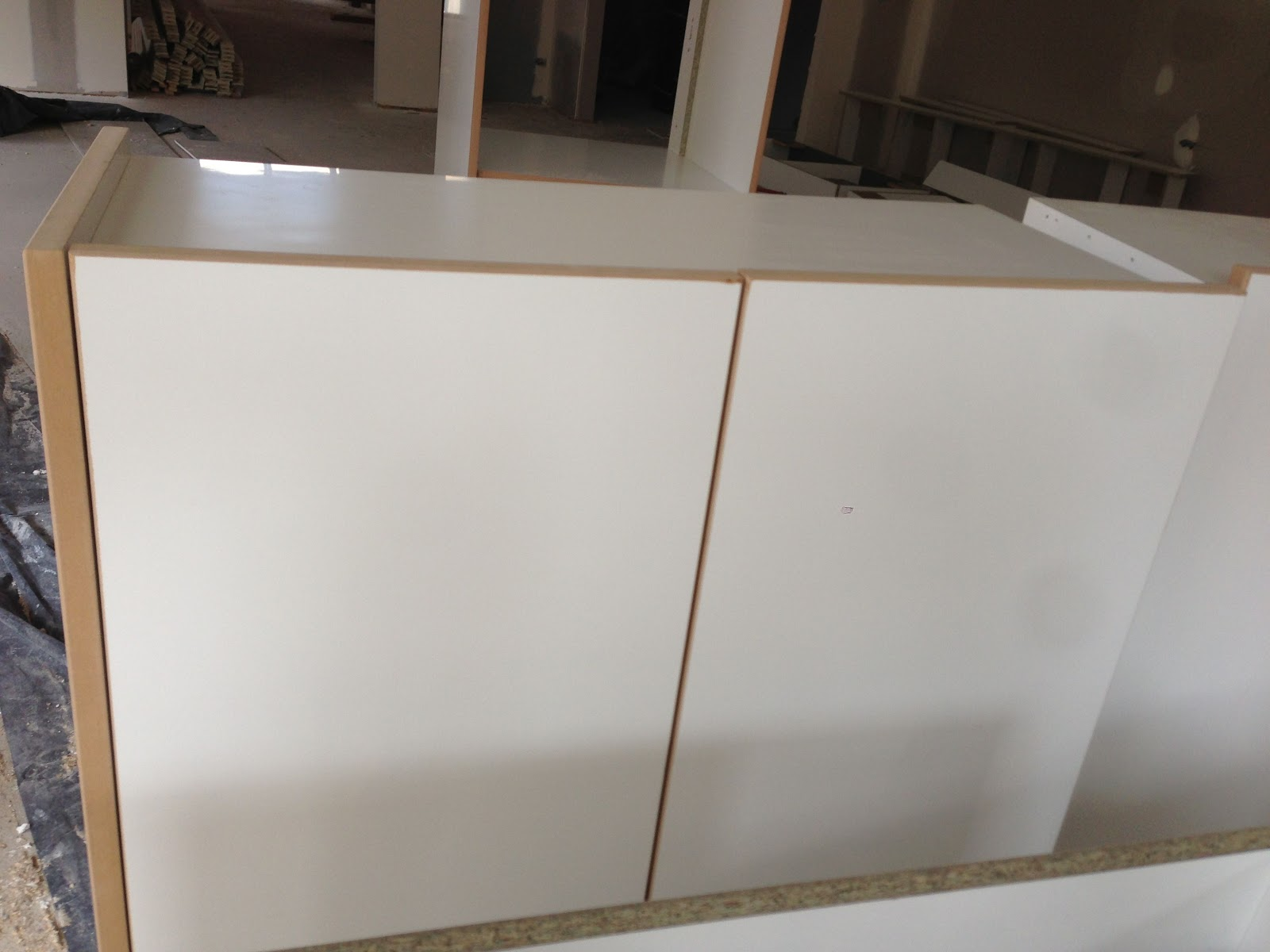 cabinets have the weird brown border along the kitchen cabinets