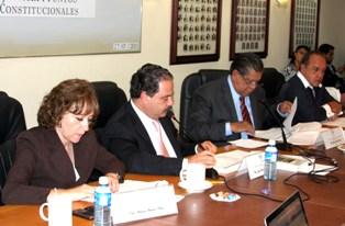Diputados realizan reformas a la Constitución
