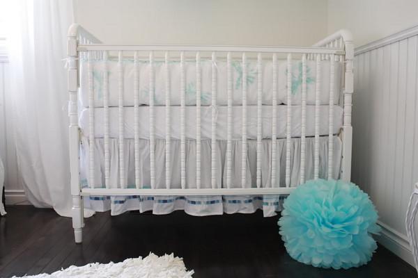 jolie chambre blanc vert d 39 eau turquoise cerise et petits pois. Black Bedroom Furniture Sets. Home Design Ideas
