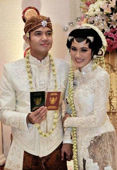 Foto-Foto Pernikahan Dude Herlino-Alyssa Soebandono