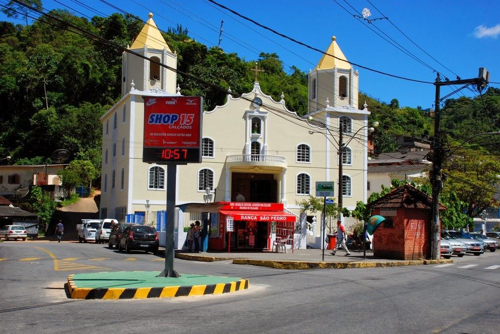 Rotatória reformada pela Prefeitura no bairro São Pedro
