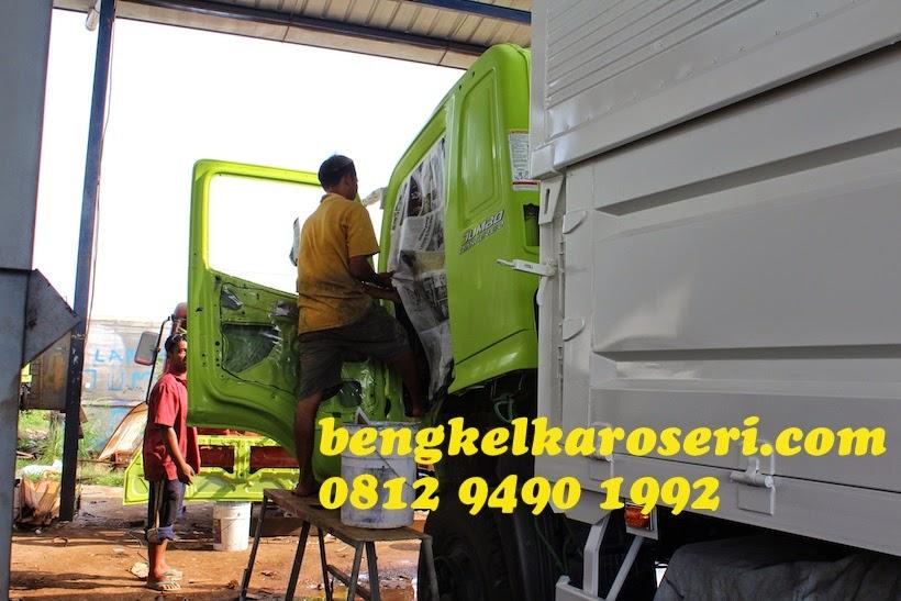 Repaint kabin sesuai dengan warna pilihan pelanggan karoseri