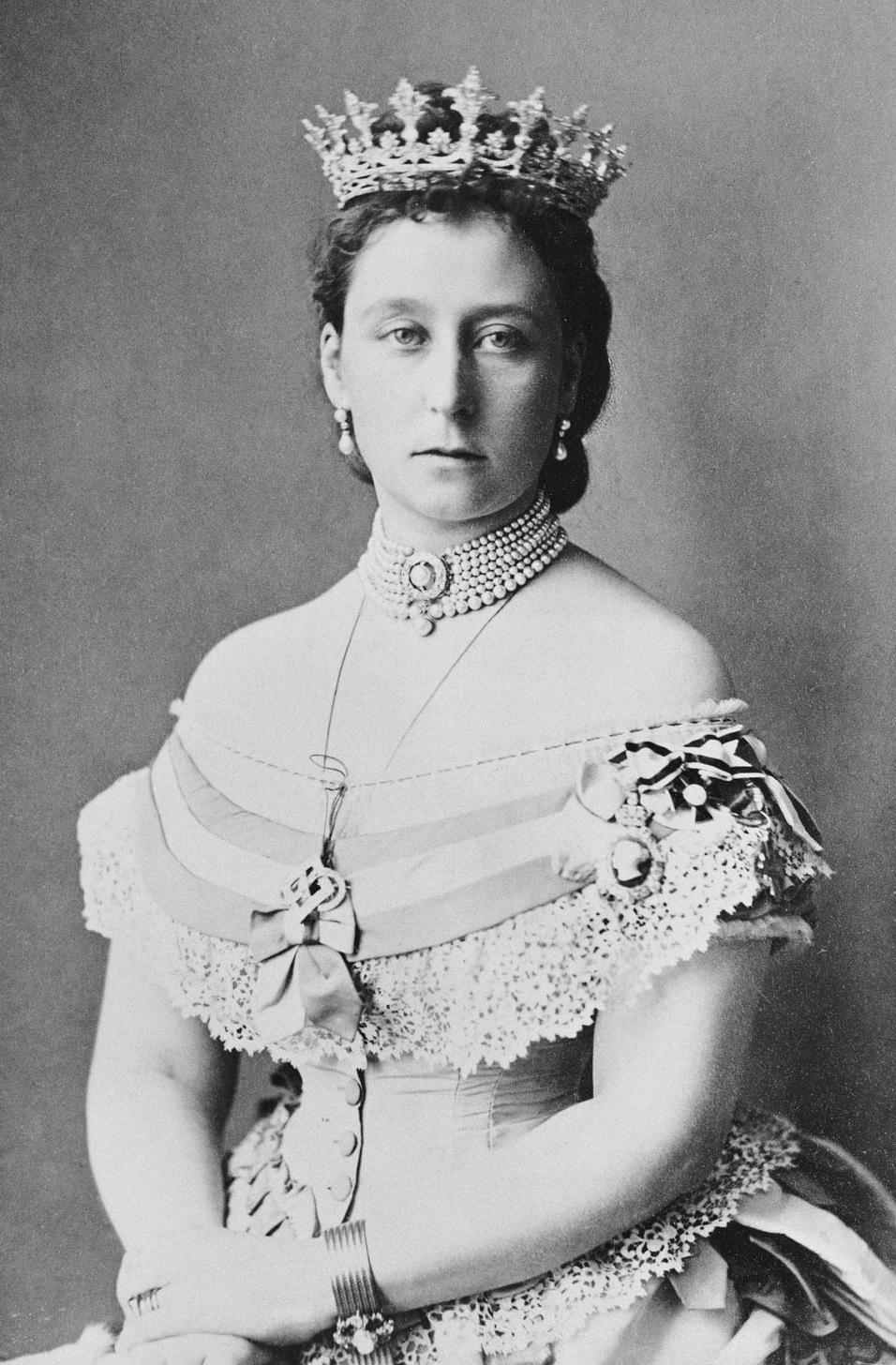 crowns tiaras coronets princess alice of the u k grand duchess of hesse and by rhine. Black Bedroom Furniture Sets. Home Design Ideas