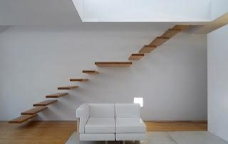Escadas de Madeira Residencial sem ligação degrau com degrau, apenas presos na parede