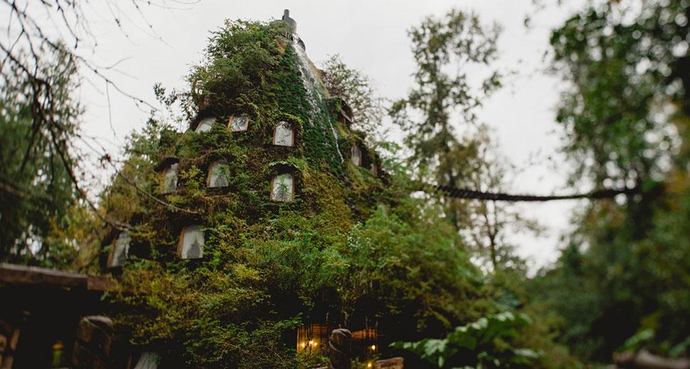 http://huilohuilo.com/nuestros-alojamientos/montana-magica-lodge/