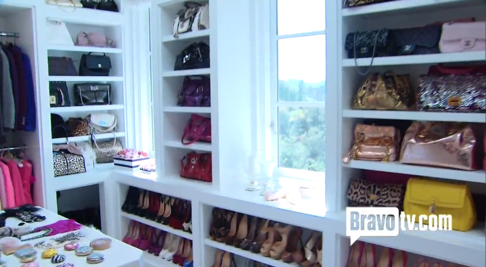 Luxe Living: Lisa Vanderpumpu0027s New Closet!