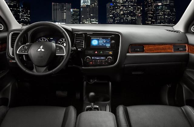 2014 Mitsubishi Outlander GT interior