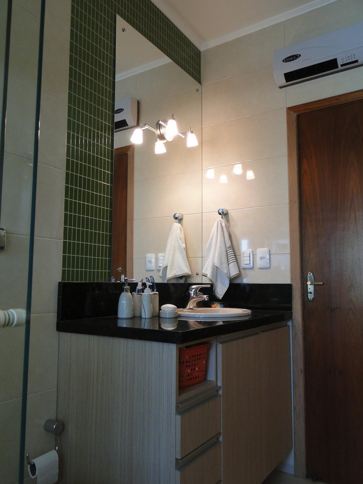 banheira. A respingadeira de 20cm dá elegancia e acabamento ao #836448 1200x1600 Acabamento Banheiro Com Banheira