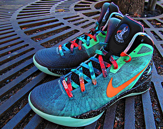 "san francisco f0c7b b4729 Nike Zoom Hyperdunk 2011 Supreme ""Galaxy"" for L.A. Clippers  Blake Griffin.  Imprinted with actual moonscapes images in semi-iridescent green, ..."