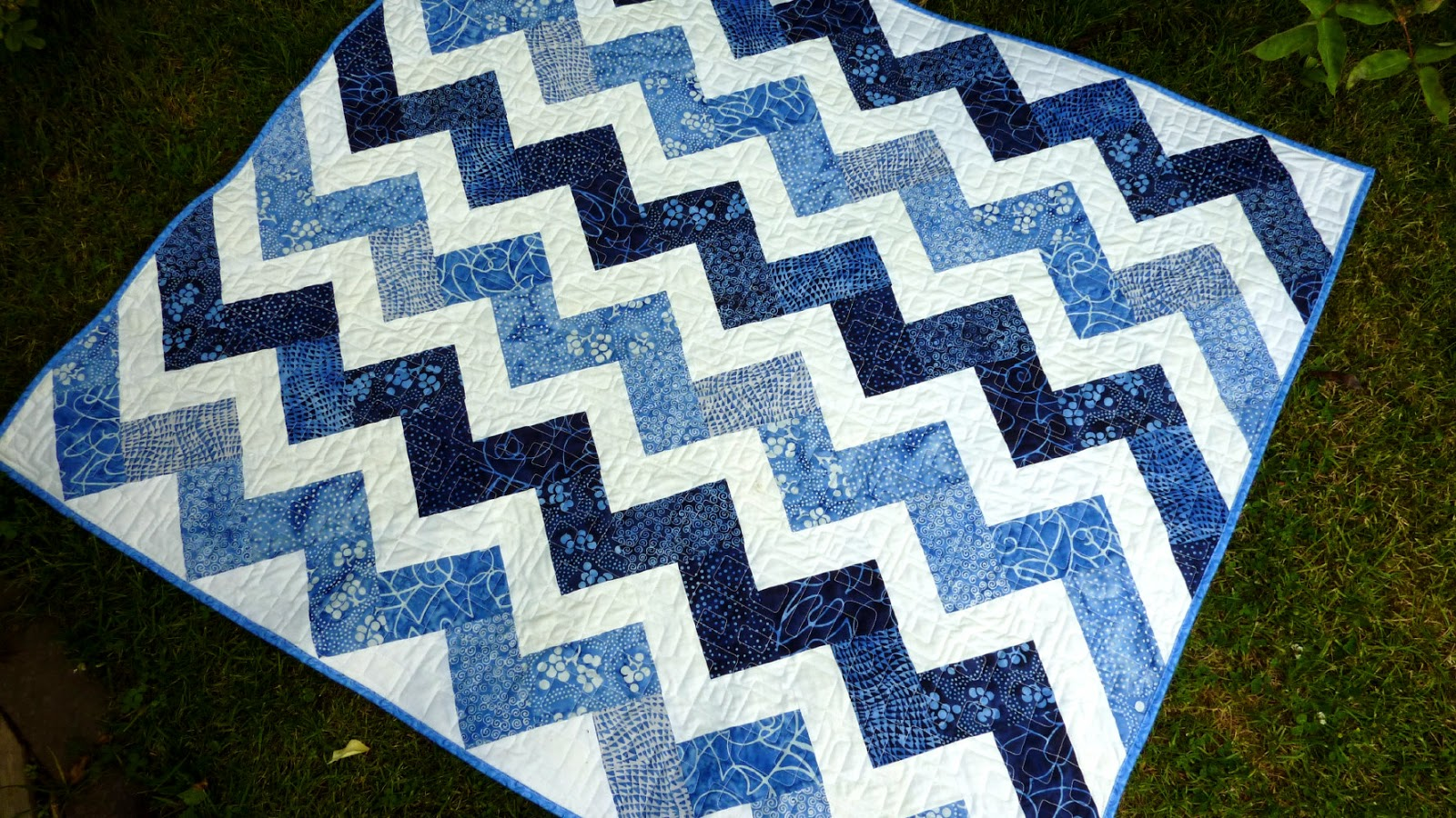Busy Bee No. 16: Aqua Blue and Lime Green and Two Very Different ... : blue and white quilts - Adamdwight.com