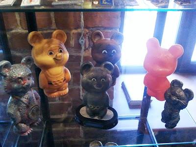 Олимпийские мишки из различных материалов