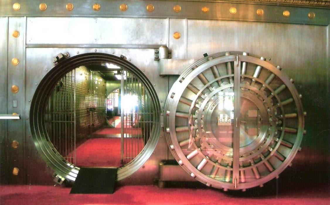 Caja fuerte de banco y contrato bancario