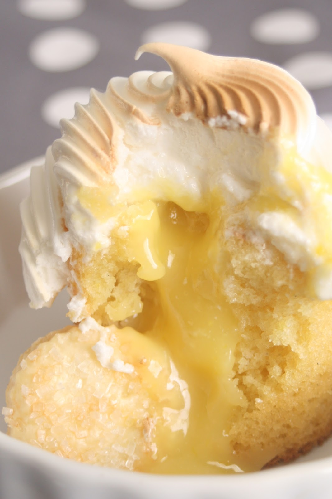 Oh Sweet Bakery: Getting Down and Curdy - Lemon Meringue Cupcakes