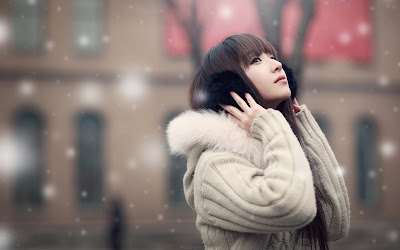 Cute Asian Girl Winter Clothes Snowing HD Desktop Wallpaper