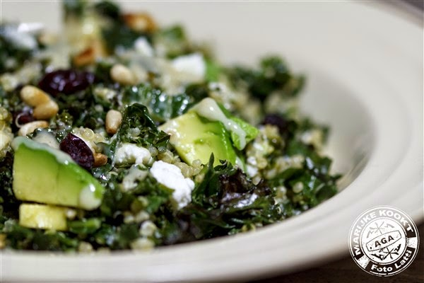 Salade van geroosterde boerenkool en quinoa