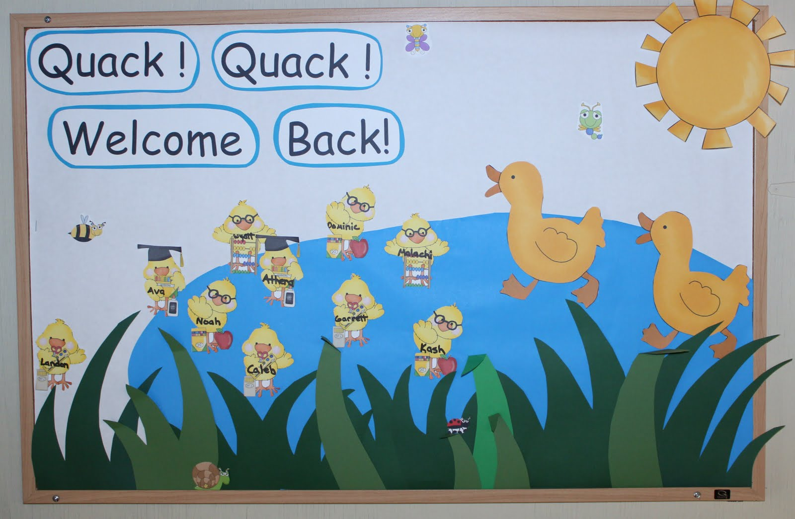 October Bulletin Board Ideas Preschool http://123learnonline.blogspot.com/2011/08/september-bulletin-board-idea.html