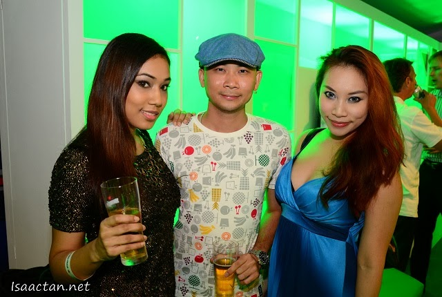 Andy Kho with the ladies