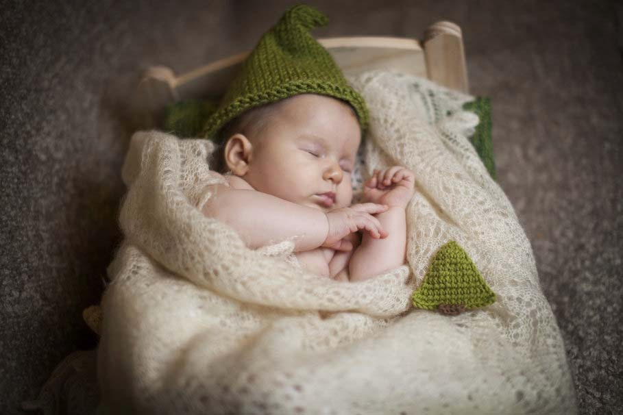 sleeping-children-baby-cap-bed-scarf