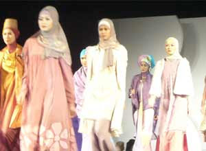 fashion show busana muslim