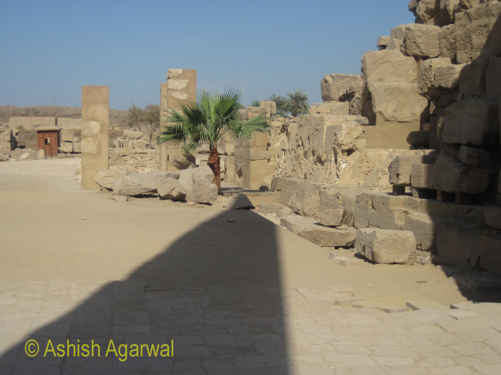 Places inside the Karnak temple, where the structure is more in ruins