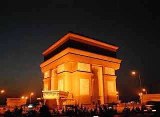 Simpang Lima Gumul Monument at Night