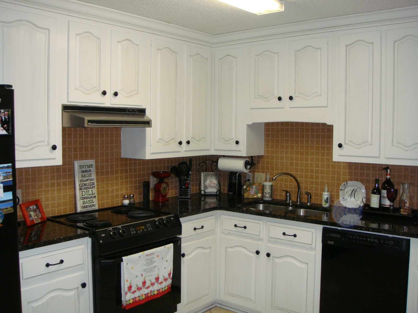 The place my bff 39 s kitchen makeover for Kitchen colors with white cabinets and black appliances