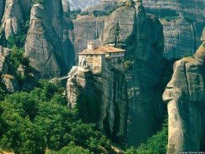Metéora, Bangunan di Puncak Gun ung Batu Athos, Yunani