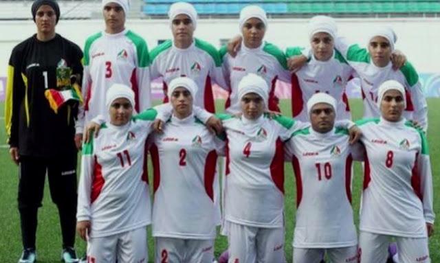Los chicos de la selección femenina de fútbol de Irán