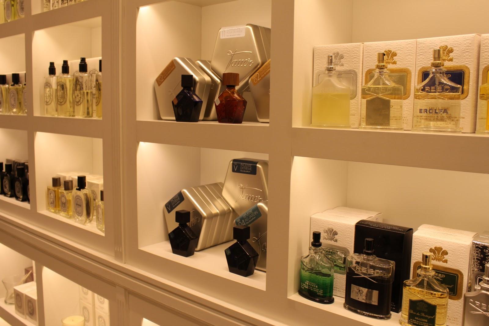 Chic chicas perfumeria urbieta by dress shop - Estanterias para perfumerias ...