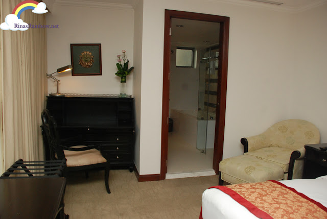 Discovery Suite Ortigas masters bedroom