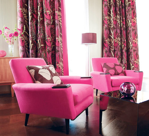 Matching Curtains And Drapes Adorn The Windows 30 Decorating Ideas ...