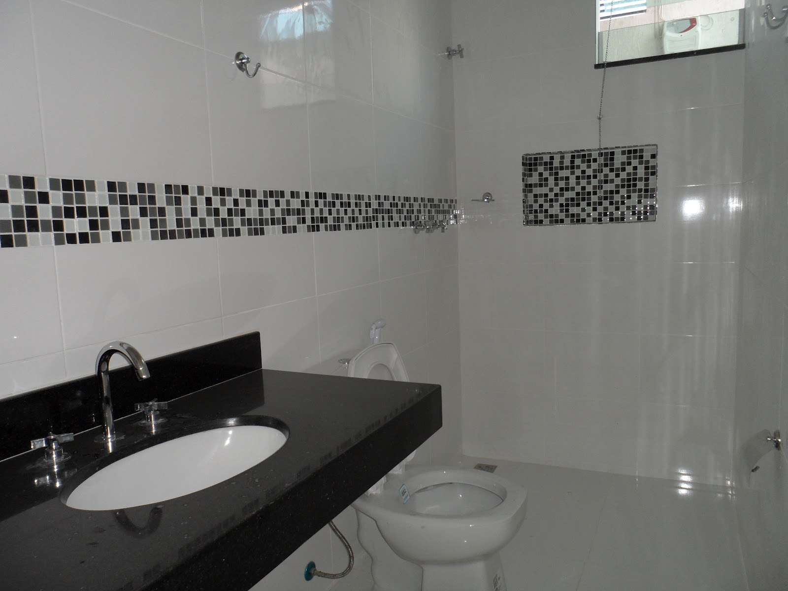 DIÁRIO DE CONSTRUÇÃO DE UMA CASA PEQUENA: Setembro 2012 #596B72 1600x1200 Banheiro Com Blindex Preto