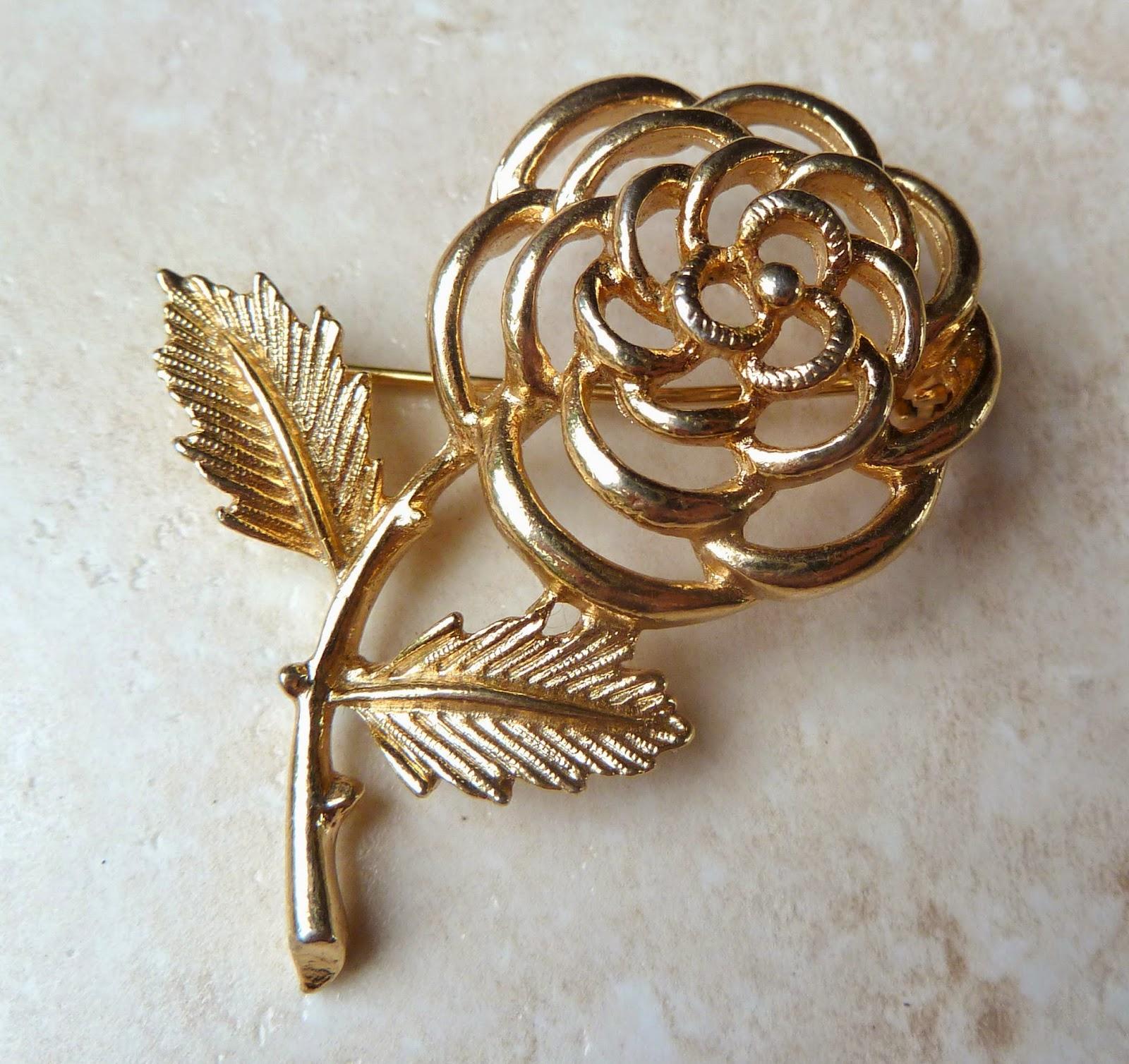http://www.kcavintagegems.uk/vintage-sarah-coventry-open-work-rose-brooch-379-p.asp