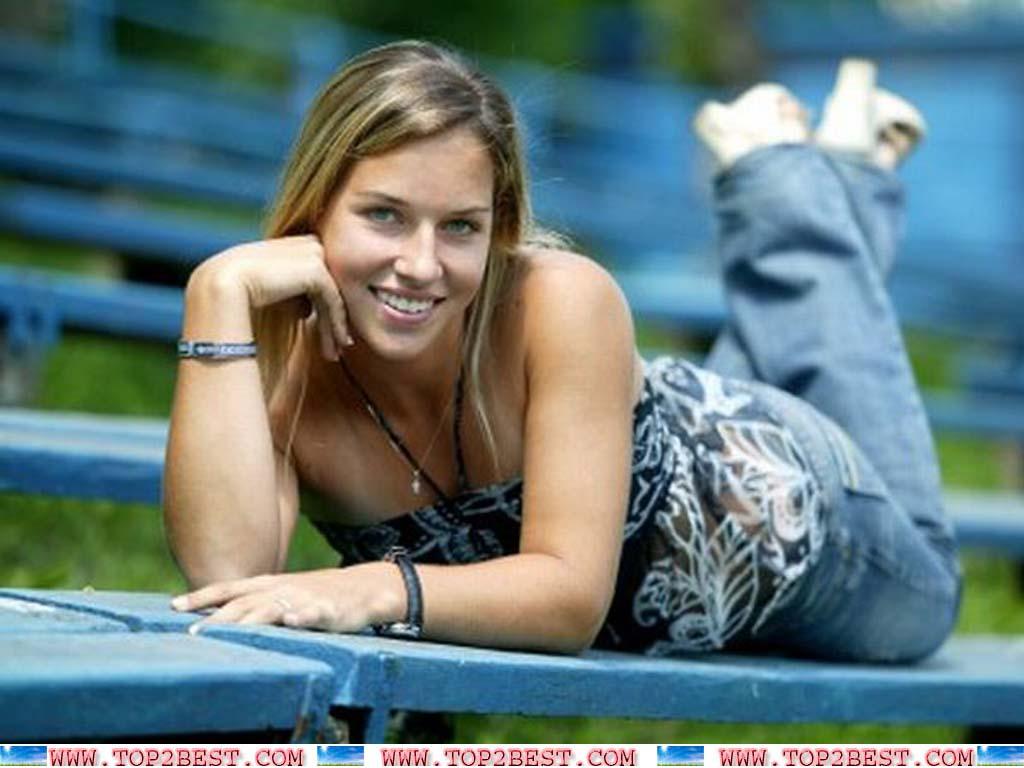 http://4.bp.blogspot.com/-T_ijlR-wIrg/UConUYnf-EI/AAAAAAAAAms/syqJmuV0B7U/s1600/Dominika+Cibulkova+2012.jpg