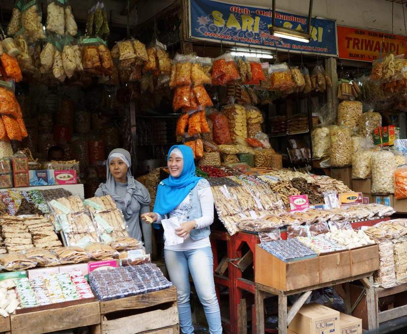 Welcome to my pleasuredome: Pasar Baru, Bandung