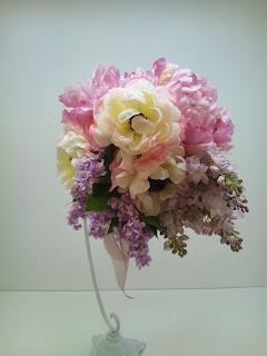 ラブリーな春のお花のラウンドブーケ