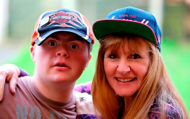 Oliver, fotógrafo con síndrome de Down.