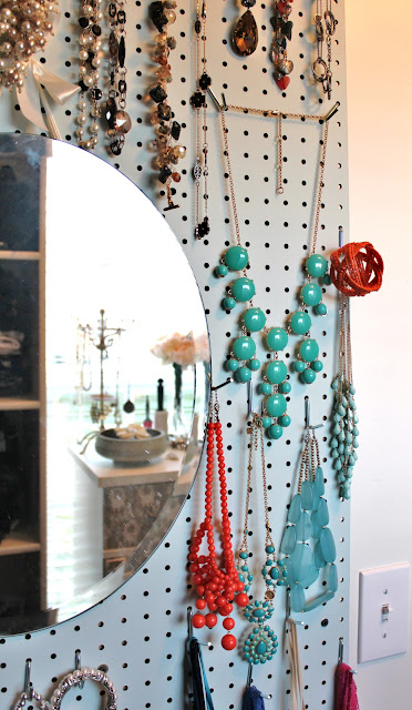 SuburbanSpunkDesign.com : DIY Accessory Wall