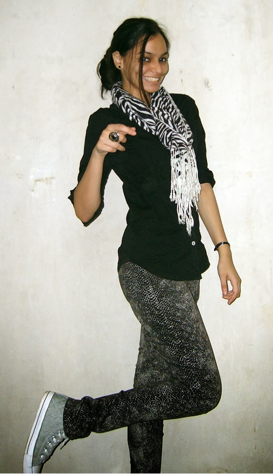 printed trousers, black shirt, how to wear scarves, printed scarf, grey trainers, asos