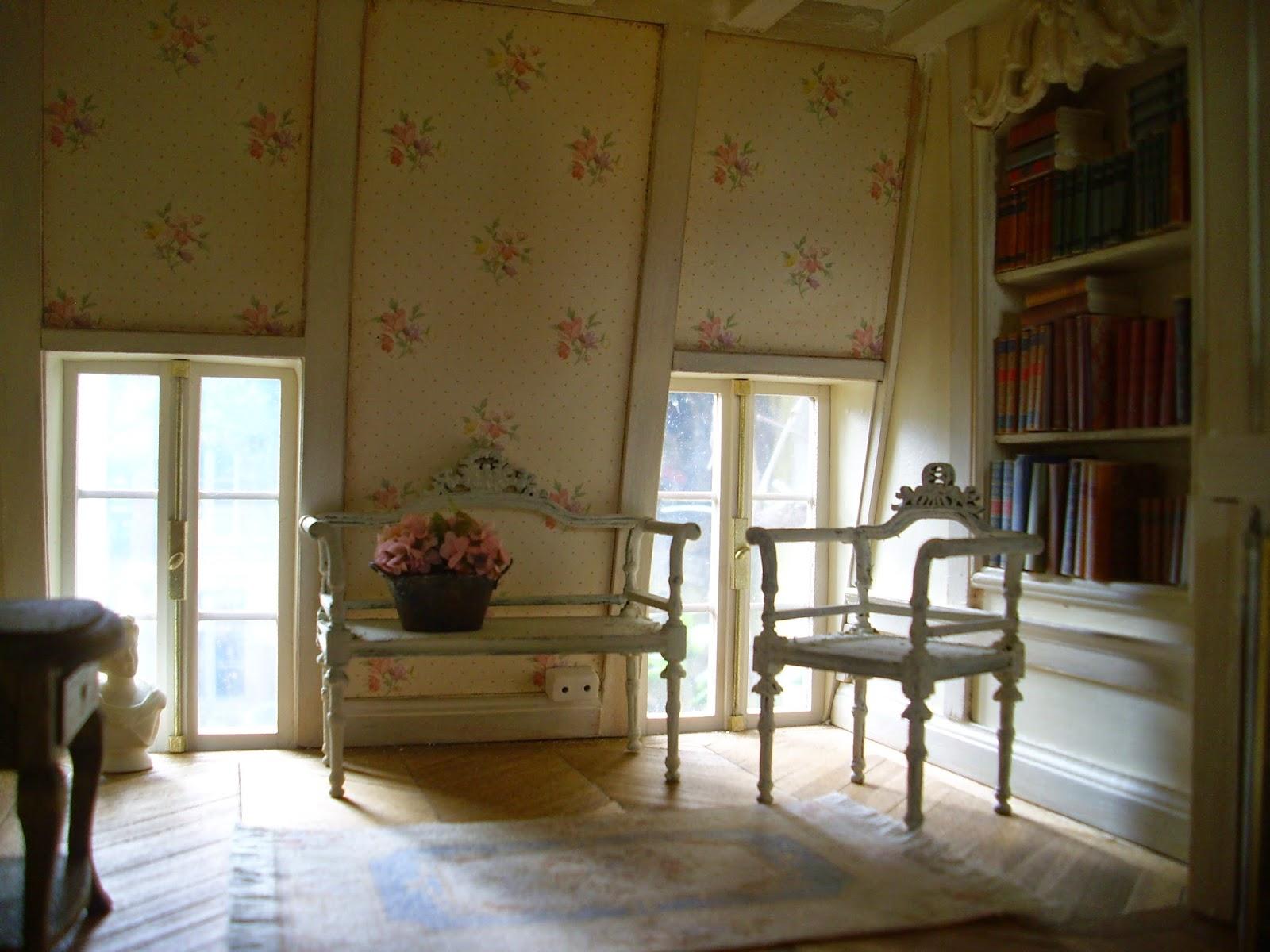 Pipi Turner Miniatures ♥: Helle Farben und Bücher im Schlafzimmer und ein neues Efeu in Arbeit :)