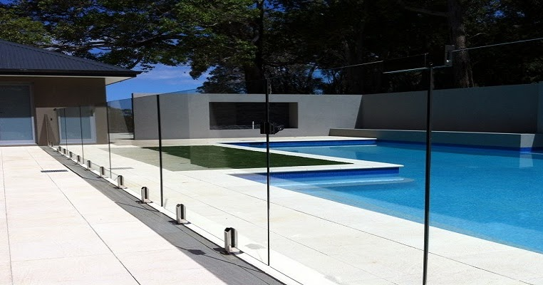 Pool glass fencing queensland pool glass fencing queensland for Pool fence design qld