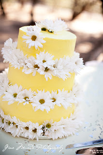 yellow wedding cake with daisies
