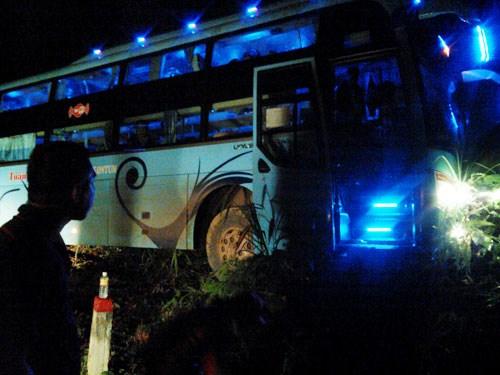 Xe chật kín khách lao qua vực trên đèo Chuối: Chuyến xe bão táp