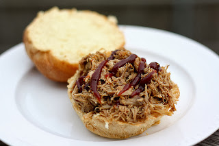 http://www.traceysculinaryadventures.com/2010/04/slow-cooker-pulled-pork.html#.UndK0RCzISk