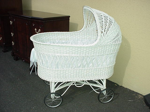 Antique Bassinet Wicker4