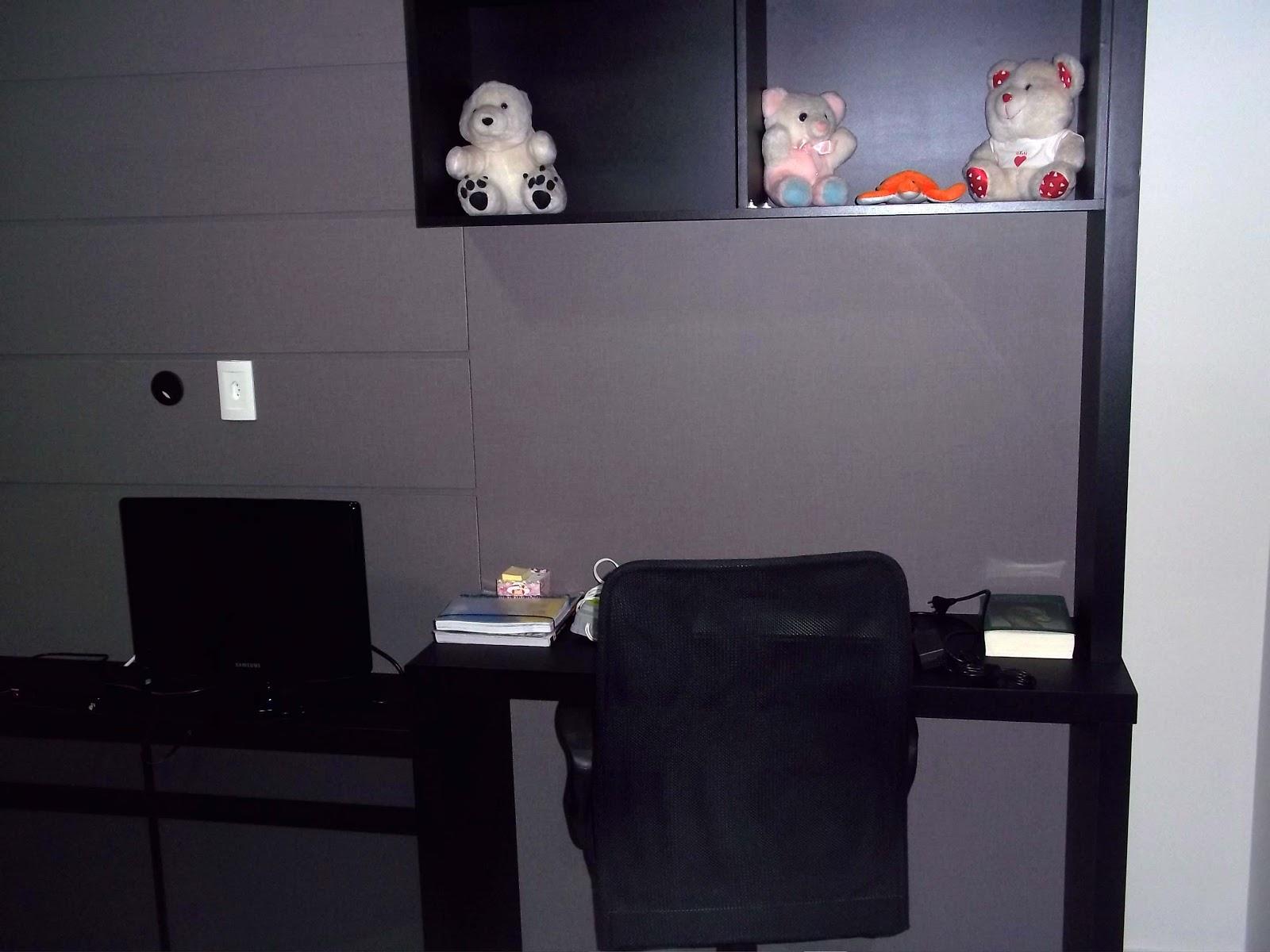 painel em MDF lino piombo e escrivaninha em MDF couro preto #B73914 1600x1200