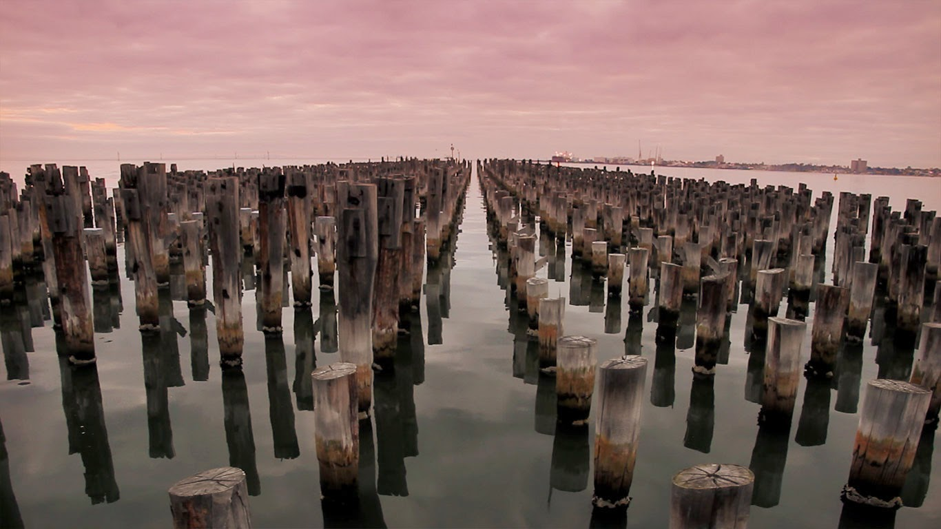 Princes Pier at dusk, Melbourne, Australia (© Getty Images) 230