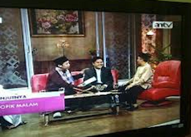 Pendiri  Islamic Boarding School SMP IT IM Ayi Muzayini bersama Yusuf Mansur di AN TV