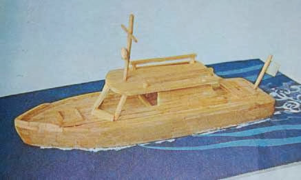 maqueta de barco de madera con palitos